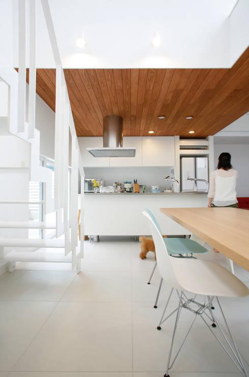 house ma: アークス建築デザイン事務所が手掛けたキッチンです。