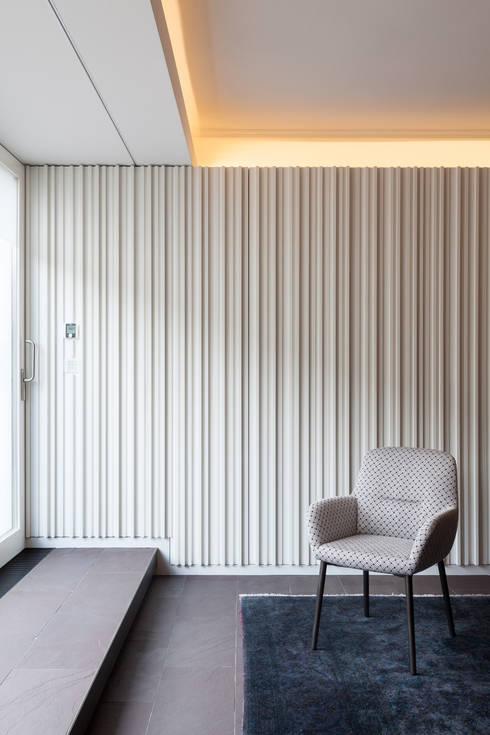 Wohnhaus, München Nymphenburg: klassische Esszimmer von Löffler Weber | Architekten