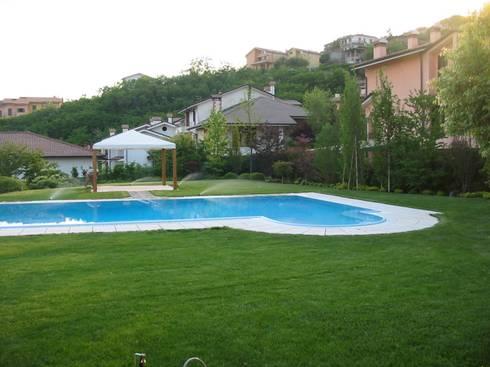 Piscina di garden zerga group homify for Piscina arzignano