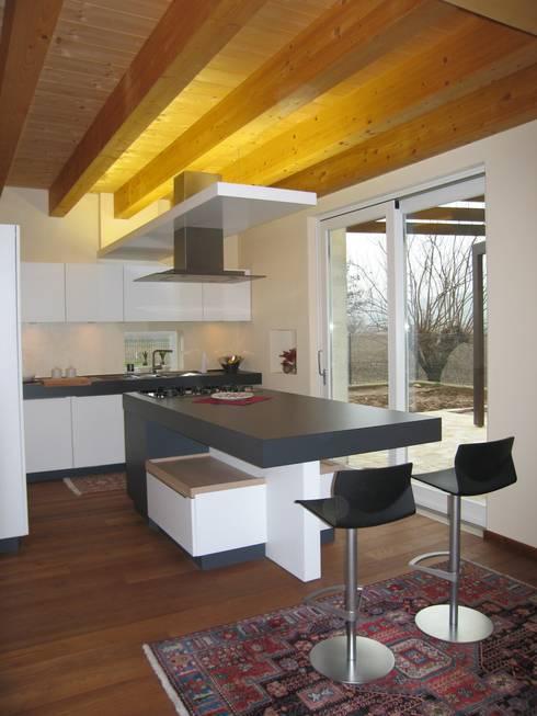 casa C: Cucina in stile  di Giuseppe Maria Padoan bioarchitetto - casarmonia progetti e servizi