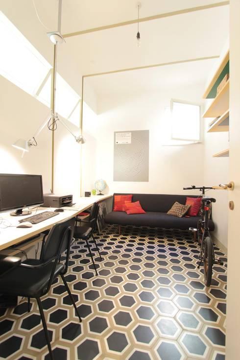 Lo studio: Studio in stile in stile Moderno di studio magna