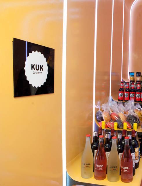KUK  Hamburguesería Gourmet. : Locales gastronómicos de estilo  de ZimmeR designer