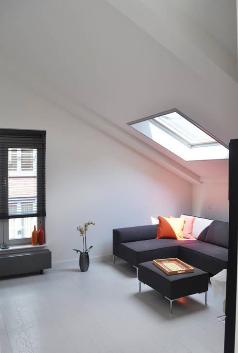 verbouwing centrum Utrecht: moderne Studeerkamer/kantoor door NokNok