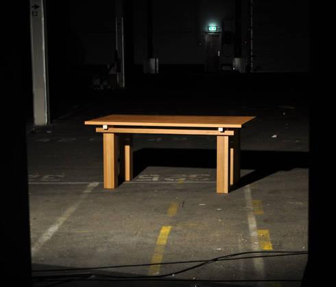 Houten tafel Yata: klasieke Eetkamer door NokNok