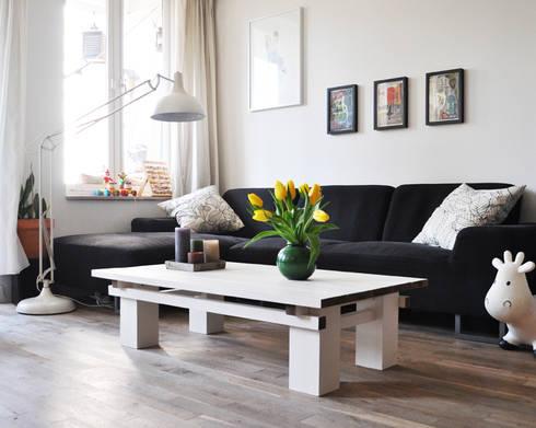 Houten tafel: klasieke Woonkamer door NokNok
