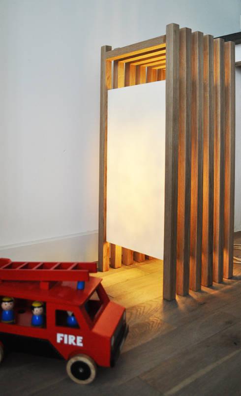 Staande lamp: minimalistische Woonkamer door NokNok