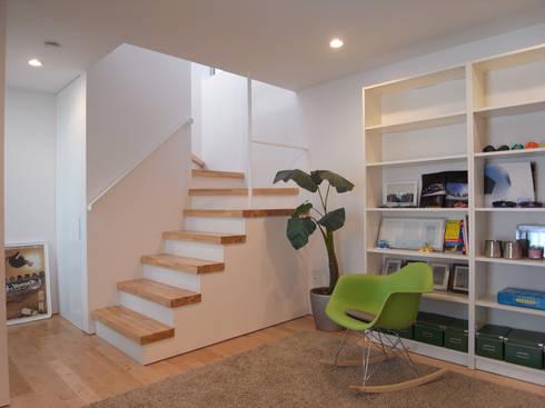 上目黒の家: Studio R1 Architects Officeが手掛けた廊下 & 玄関です。
