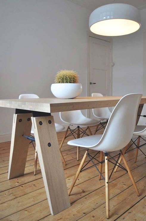 setting met brache eettafel: moderne Eetkamer door Marc Th. van der Voorn