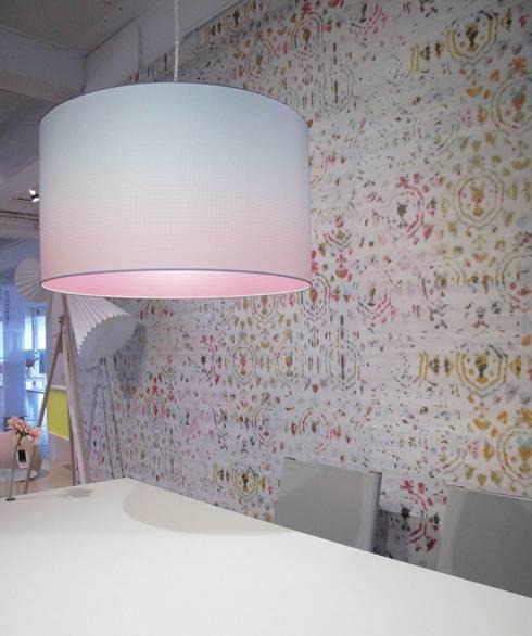 MIST uitvoering blauw-roze: moderne Eetkamer door Marc Th. van der Voorn