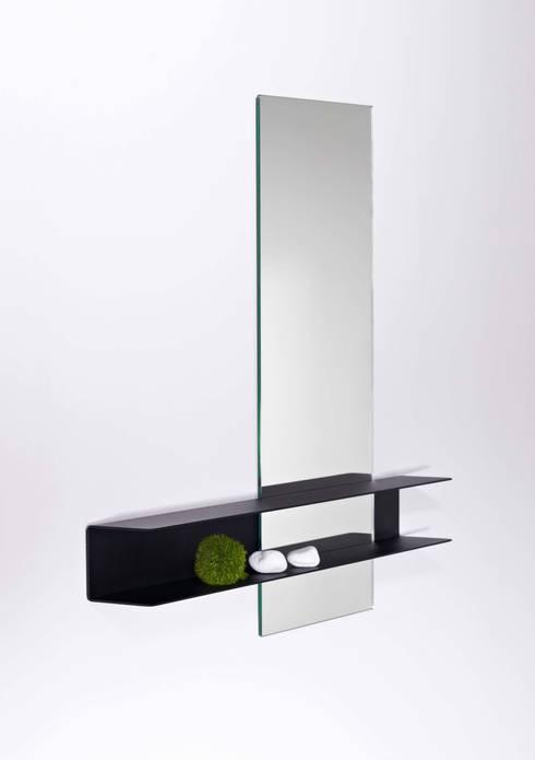 Slide mirror 'double':  Badkamer door Marc Th. van der Voorn