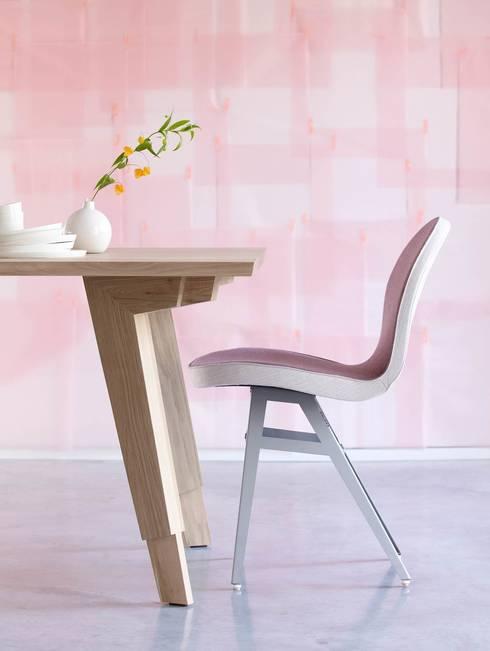 Detail tafelpoot Swan eettafel: minimalistische Eetkamer door Marc Th. van der Voorn