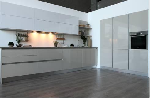 Cocina Blanco Strati 1: Cocina de estilo  de TPC Cocinas
