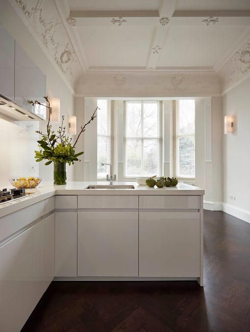 London Charm: modern Kitchen by Elan Kitchens