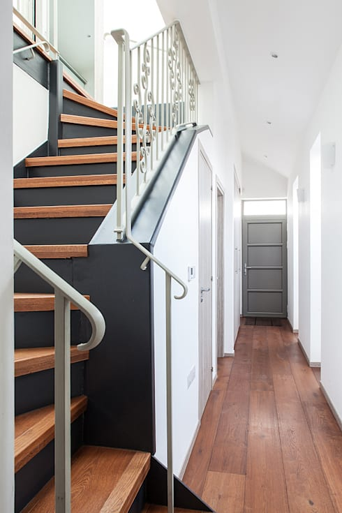 New Build House, London: classic Corridor, hallway & stairs by Nic  Antony Architects Ltd