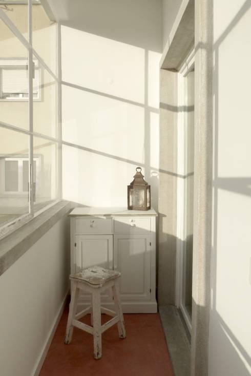 Apartamento na Av. Roma: Terraços  por Atelier da Calçada