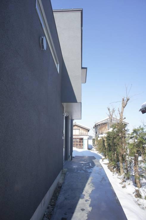Air flap ―窓というには大きすぎる!オープンエアーな空間―: 一級建築士事務所オブデザインが手掛けた家です。