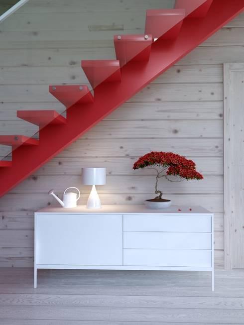 Pasillos y hall de entrada de estilo  por INT2architecture
