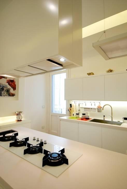 CASA SG 14: Cucina in stile  di CalìArchitetti