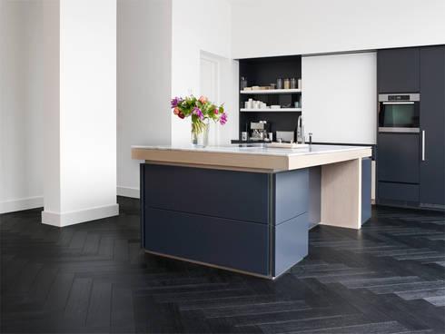Leefruimte in parket: moderne Keuken door Nobel flooring