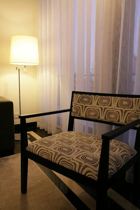 Pormenor da cadeira: Quartos modernos por Traço Magenta - Design de Interiores