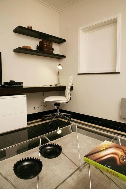 Sala de Estar_Zona de trabalho: Salas de estar modernas por Traço Magenta - Design de Interiores
