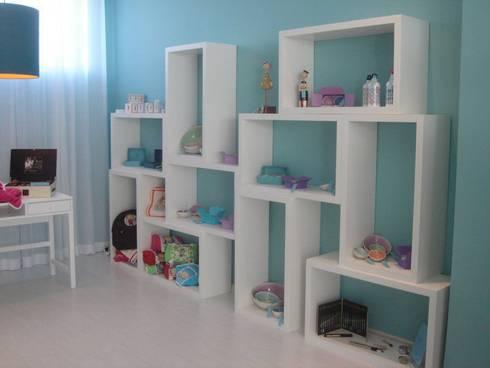 Zona de exposição de loiças, sabonetes...: Espaços comerciais  por Traço Magenta - Design de Interiores
