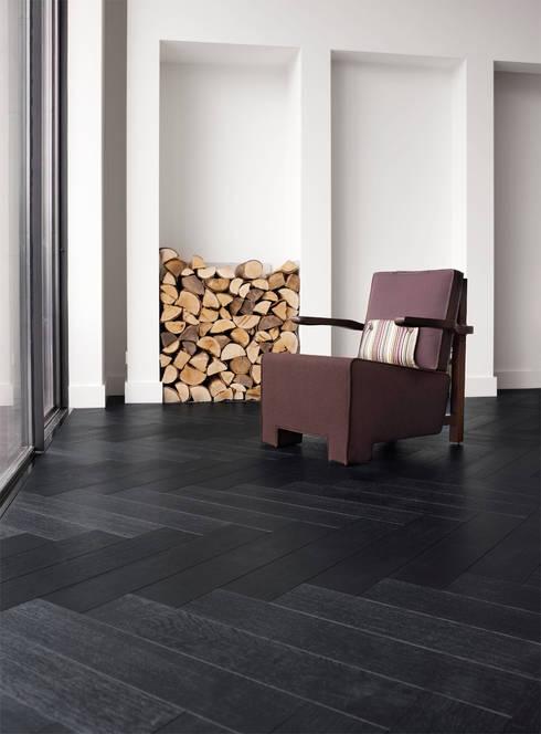 Leefruimte in parket: moderne Woonkamer door Nobel flooring