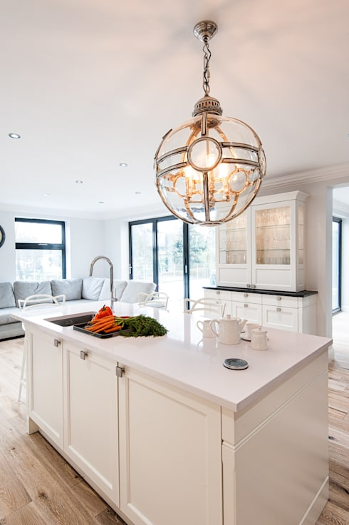 Urban Theme Bristol White: modern Kitchen by Urban Myth