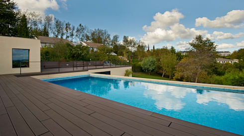 Zona del nuevo garaje habilitando una piscina : Casas de estilo moderno de DECONS  GKAO S.L.