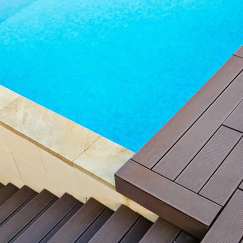 Detalle de madera ecologica: Casas de estilo moderno de DECONS  GKAO S.L.