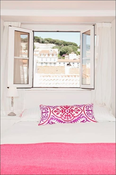AFTER - Attic room - Lisbon studio for short rental:   por Home Staging Factory