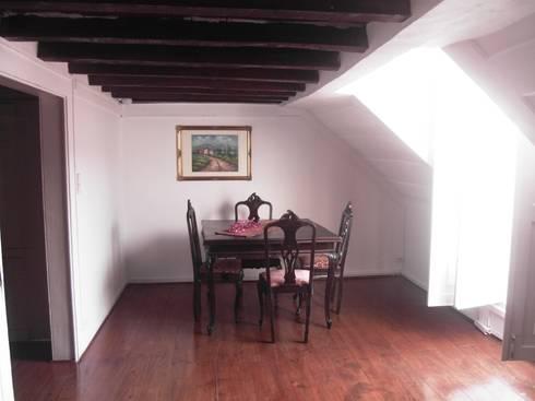 BEFORE - living room - Lisbon studio for short rental:   por Home Staging Factory