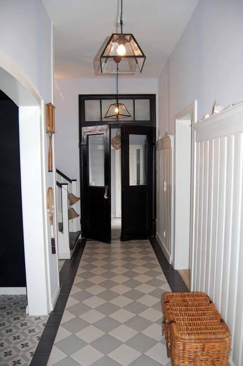 Corridor & hallway by Borkenhagen Interior&Design