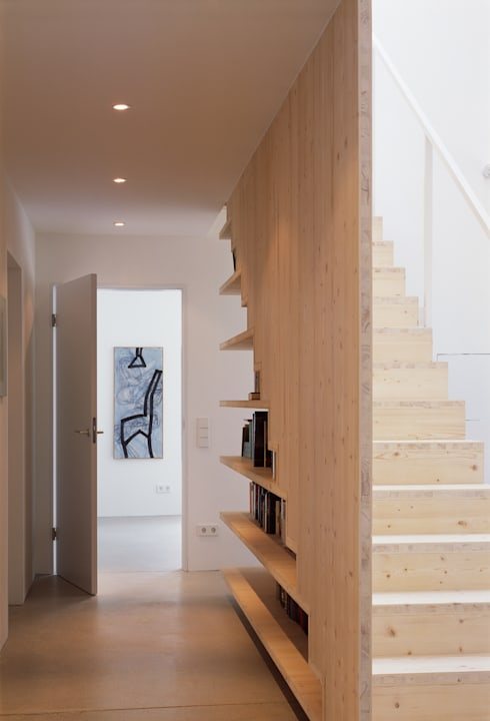 Corridor & hallway by Bohn Architekten GbR