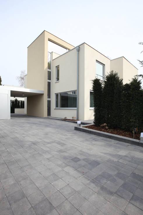 Дом, общий вид.: Дома в . Автор – Архитектурное бюро Лены Гординой