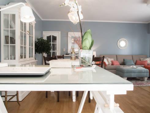 Apartamento em Sintra: Escritórios e Espaços de trabalho  por MUDA Home Design
