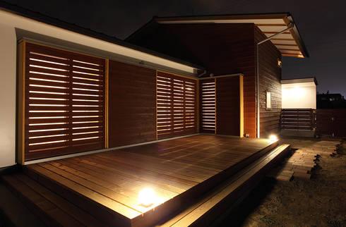 一色白山の家/house of isshikihakusan: haco建築設計事務所が手掛けたベランダです。