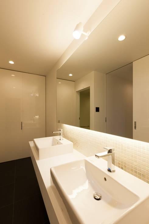 若草の家: KOBAYASHI ARCHITECTS STUDIOが手掛けた浴室です。