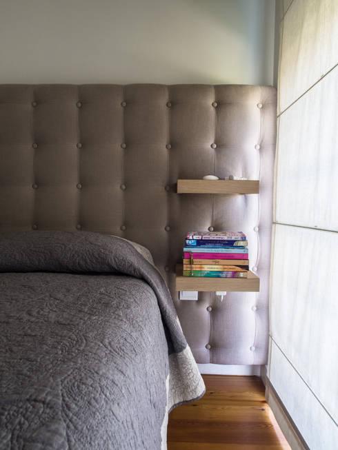 Cabeceira: Quarto  por MUDA Home Design