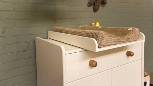 Commode Vrolijk: scandinavische Kinderkamer door ukkepuk meubels