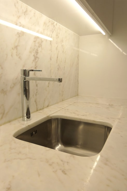Apartamento na Av. Roma: Cozinhas modernas por Atelier da Calçada