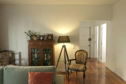 Apartamento na Av. Roma: Salas de estar clássicas por Atelier da Calçada