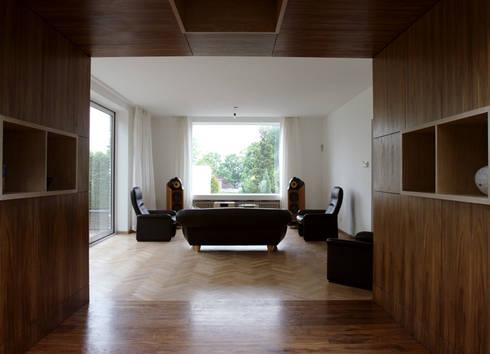 doorkijkkast: moderne Woonkamer door 3d Visie architecten