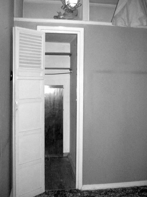 Closet - Antes:   por Atelier da Calçada