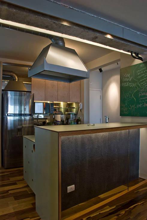 Interior | Apartamento - IV: Cozinhas  por ARQdonini Arquitetos Associados