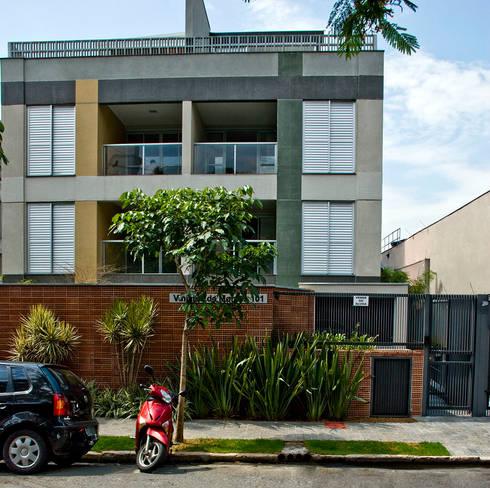 Judith | edifício: Casas modernas por ARQdonini Arquitetos Associados