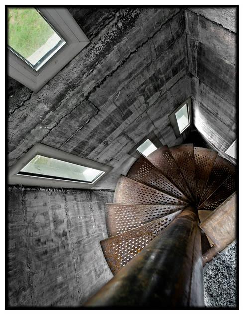 Casa en Dosrius - Barcelona: Pasillos y vestíbulos de estilo  de IF arquitectos