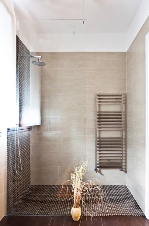 IL BAGNO: Bagno in stile  di micheladesalvadori architetto