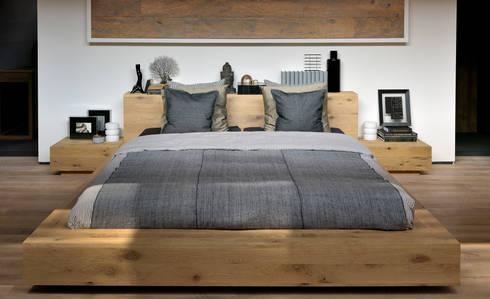 Oak Madra Bed: Recámaras de estilo escandinavo por bolighus design