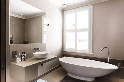 Ensuite bathroom: modern Bathroom by Affleck Property Services